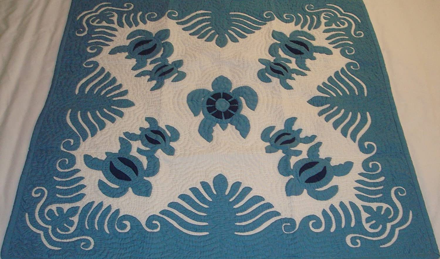 Hawaiian quilt 100/% hand quilted//hand appliqued Christmas tree skirt 60